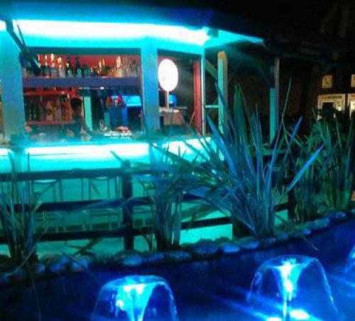 L'isola bar di notte